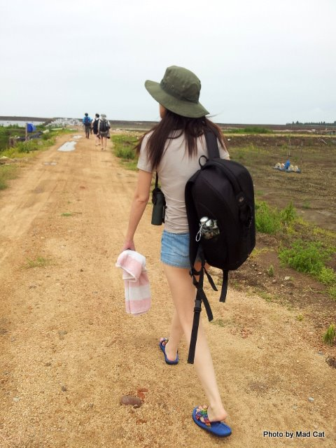The beginning of a long long walk! -photo by Bonnie Chan